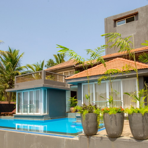 Arpora Villa: pool view