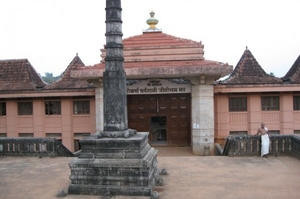 The Shri Gokarn Partgali Jeevottam Math Temple and a millenarian banyan