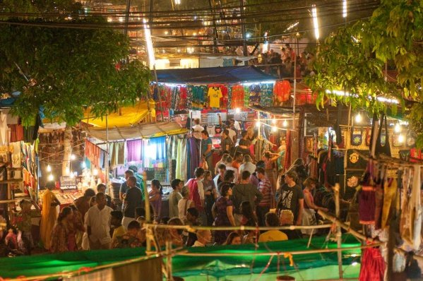 Saturday Night Market In Arpora Video